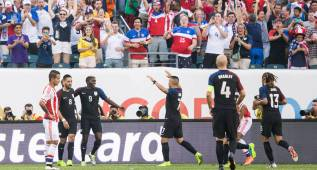 Jun 11, 2016; Philadelphia, PA, USA; United States midfielder Clint Dempsey (8) celebrates with teammates after a goal against Paraguay during the first half of the group play stage of the 2016 Copa America Centenario. at Lincoln Financial Field. Mandatory Credit: Bill Streicher-USA TODAY Sports