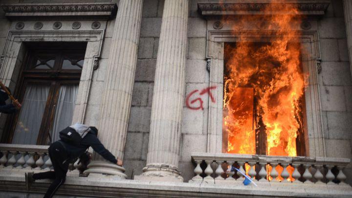 Incendio Congreso Guatemala: ¿Por qué lo han asaltado y quemado? - AS USA